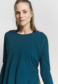 Nike Performance - YOGA LAYER TOP - Camiseta de deporte - valerian blue/heather/industrial blue - 3
