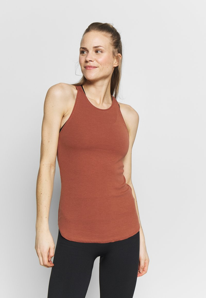 Nike Performance - W NK YOGA LUXE RIB TANK - Top - red bark/terra blush