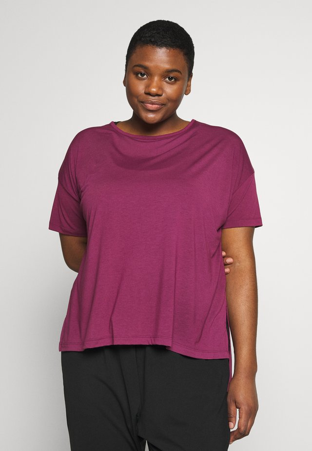 YOGA LAYER PLUS - T-shirt basique - villain red/shadowberry