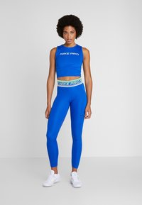 Nike Performance - CROP TANK - Tekninen urheilupaita - game royal/black - 1