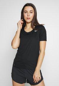 Nike Performance - W NK CITY SLEEK TOP SS - T-shirt print - black/reflective silver - 0