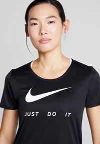 Nike Performance - RUN - T-shirts med print - black/white - 3
