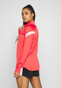 Nike Performance - DRY - Fleece jumper - track red/washed coral - 2