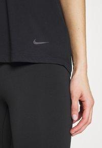 Nike Performance - DRY ELASTIKA - Triko spotiskem - black/thunder grey - 5