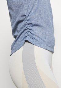 Nike Performance - YOGA RUCHE TANK - Camiseta de deporte - diffused blue/obsidian mist - 3