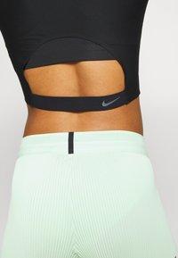 Nike Performance - CITY RUN - Camiseta estampada - black/reflective black - 5