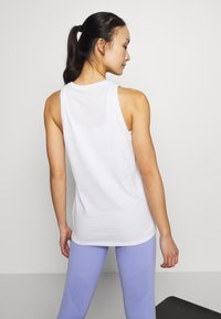 Nike Performance - DRY TANK YOGA - Camiseta de deporte - summit white - 2