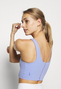 Nike Performance - YOGA LUXE CROP TANK - Sport BH - light thistle/sapphire - 3