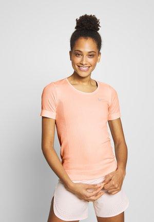 INFINITE - Camiseta estampada - washed coral