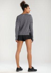 Nike Performance - Pantalón corto de deporte - black/black/black/wolf grey - 2