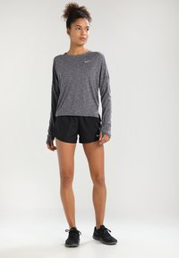 Nike Performance - Pantalón corto de deporte - black/black/black/wolf grey - 1