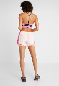 Nike Performance - 10K 2IN1 SHORT - Träningsshorts - echo pink/china rose/cosmic clay/wolf grey - 2