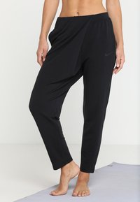 Nike Performance - YOGA LOOSE PANT - Pantalon de survêtement - black/black - 0