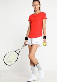 Nike Performance - FLEX SHORT - Krótkie spodenki sportowe - white/black - 1