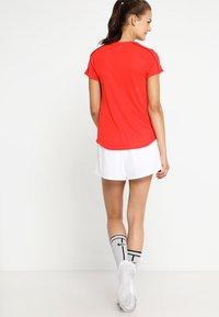 Nike Performance - FLEX SHORT - Krótkie spodenki sportowe - white/black - 2