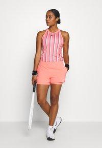 Nike Performance - FLEX SHORT - Pantalón corto de deporte - sunblush/white - 1