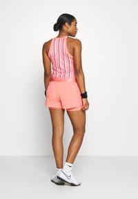 Nike Performance - FLEX SHORT - Pantalón corto de deporte - sunblush/white - 2