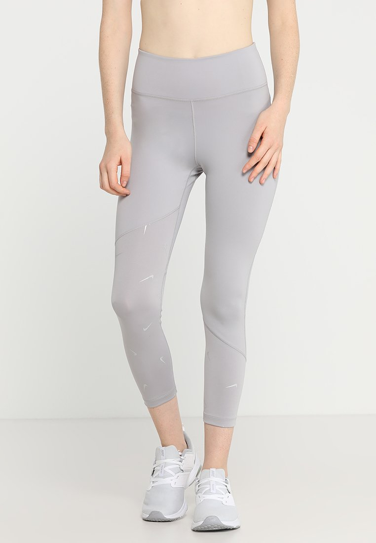 Nike Performance - ALL IN CROP - Medias - atmosphere grey/reflective silver