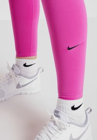 Nike Performance - ONE - Collants - active fuchsia/black - 5