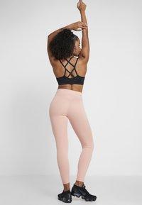 Nike Performance - ONE - Punčochy - pink quartz/black - 2