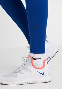 Nike Performance - ONE - Collants - indigo force/black - 4
