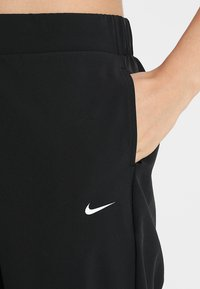 Nike Performance - Joggebukse - black/white - 4