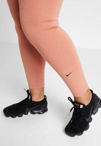 Nike Performance - ONE PLUS - Punčochy - dusty peach/black - 4