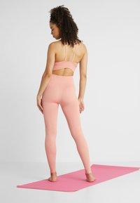 Nike Performance - STUDIO - Punčochy - pink quartz/guava ice - 2