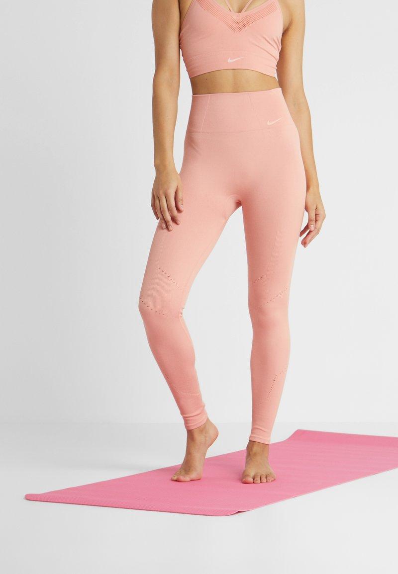 Nike Performance - STUDIO - Punčochy - pink quartz/guava ice