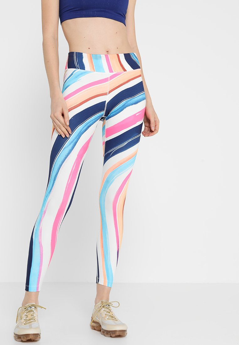 Nike Performance - ARTIST EPIC LUX TIGHT 7/8 GRAPHIC - Leggings - summit white/reflective silver