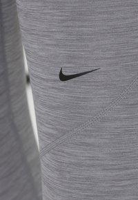Nike Performance - W NP TIGHT - Trikoot - gunsmoke/heather/gunsmoke/black - 6