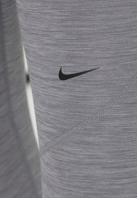 Nike Performance - W NP TIGHT - Legging - gunsmoke/heather/gunsmoke/black - 6