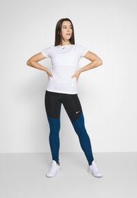 Nike Performance - Legging - black/valerian blue/white - 1