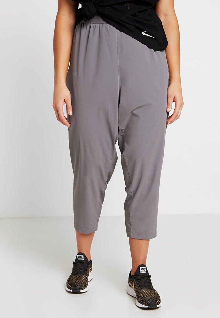 Nike Performance - Pantalones deportivos - gunsmoke/reflective silver