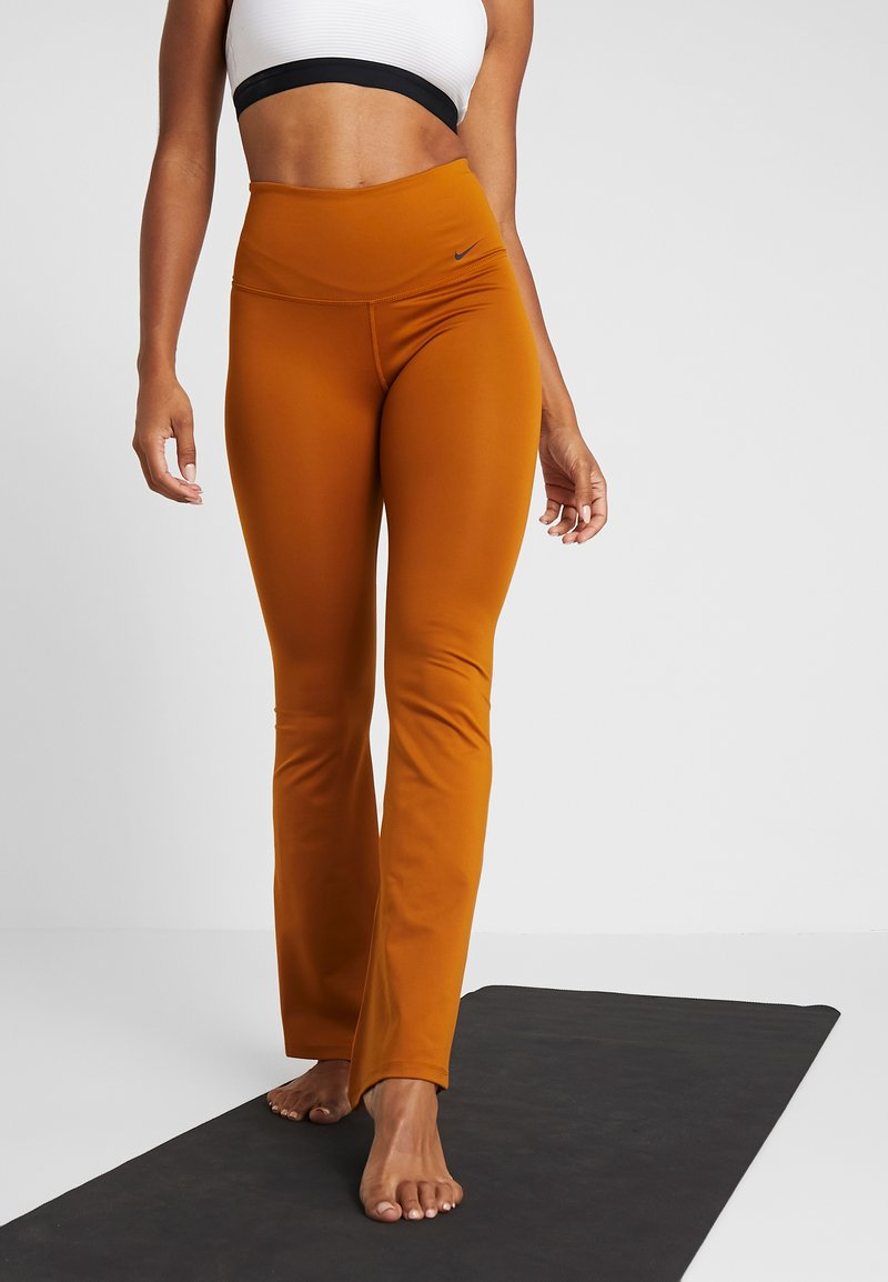 Nike Performance - STUDIO FLARE - Trainingsbroek - burnt sienna/black