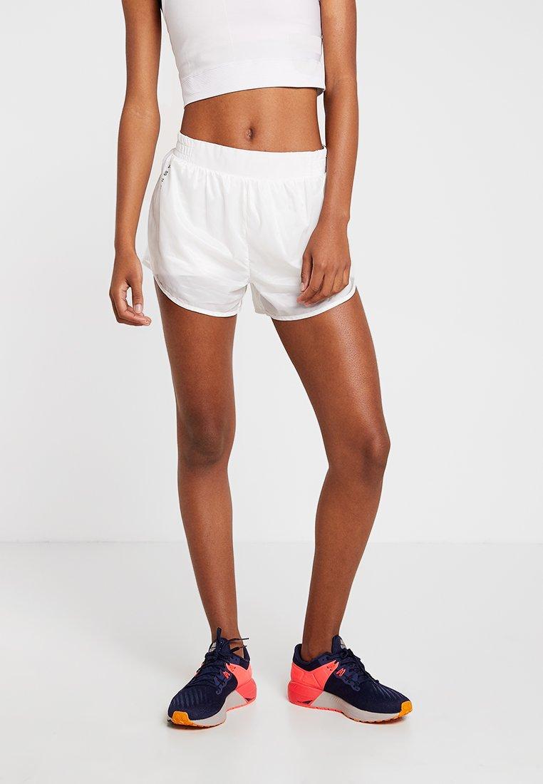 Nike Performance - TEMPO SHORT TECH PACK - Pantalón corto de deporte - summit white/reflective black