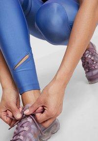 Nike Performance - SPEED - Legging - indigo storm/reflective silver - 4