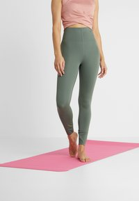 Nike Performance - SCULPT LUX - Collants - juniper fog - 0