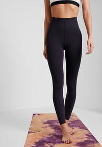 Nike Performance - W NK SCULPT LUX TGHT 7/8 - Tights - oil grey/clear - 0