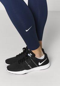 Nike Performance - W NIKE ONE LUXE TIGHT - Leggings - midnight navy/white - 3