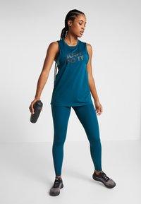 Nike Performance - INTERTWIST 2.0 - Leggings - midnight turquoise/black - 3