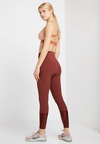 Nike Performance - Legging - pueblo brown - 2