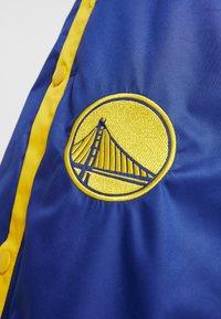 Nike Performance - NBA GOLDEN STATE WARRIORS WOMENS SNAP PANT - Broek - rush blue/amarillo - 4