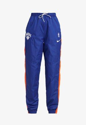 NBA NEW YORK KNICKS WOMENS SNAP PANT - Club wear - rush blue/brilliant ornge