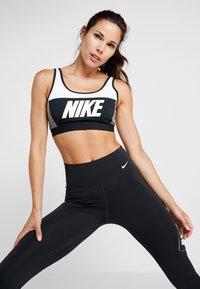Nike Performance - ONE - Legginsy - black/white - 3