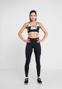Nike Performance - ONE - Legginsy - black/white - 1