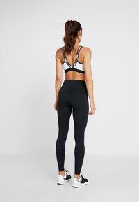 Nike Performance - ONE - Legginsy - black/white - 2