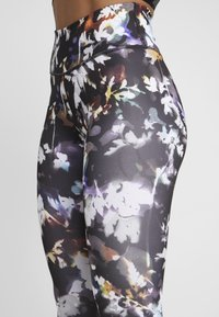 Nike Performance - NIKE ONE PRINT  - Legging - black/gunsmoke