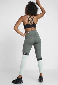 Nike Performance - ONE - Collant - juniper fog/pistachio frost/black/white - 2