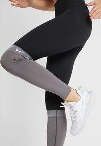 Nike Performance - ONE - Collant - black/gunsmoke/black - 4